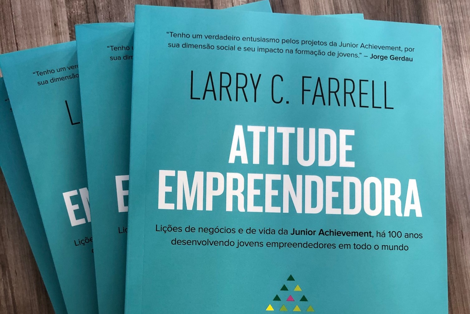 Livro Atitude empreendedora é lançado pela Junior Achievement