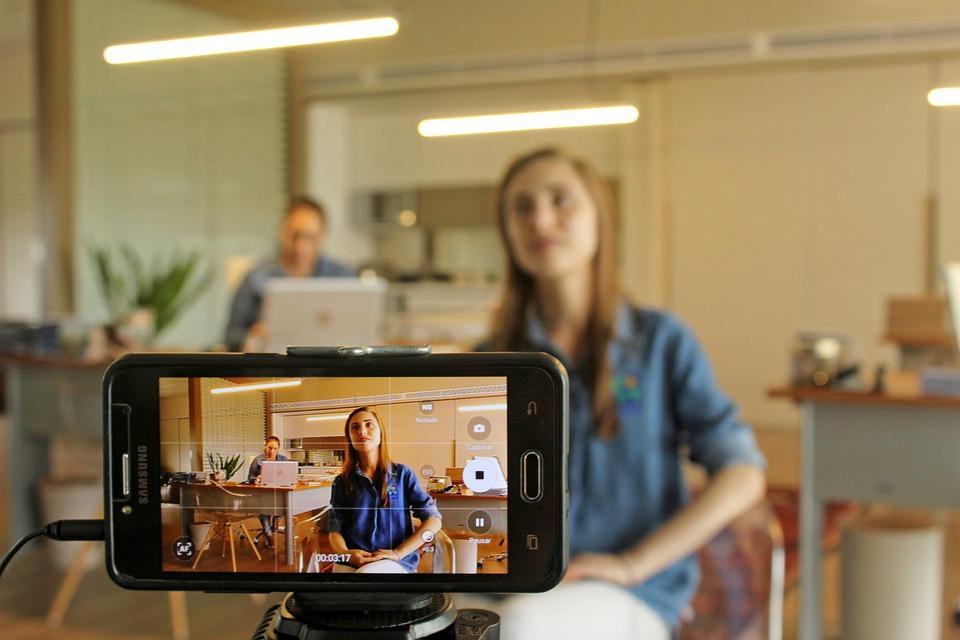 Vídeo gravado ou ao vivo para postar nas mídias sociais?